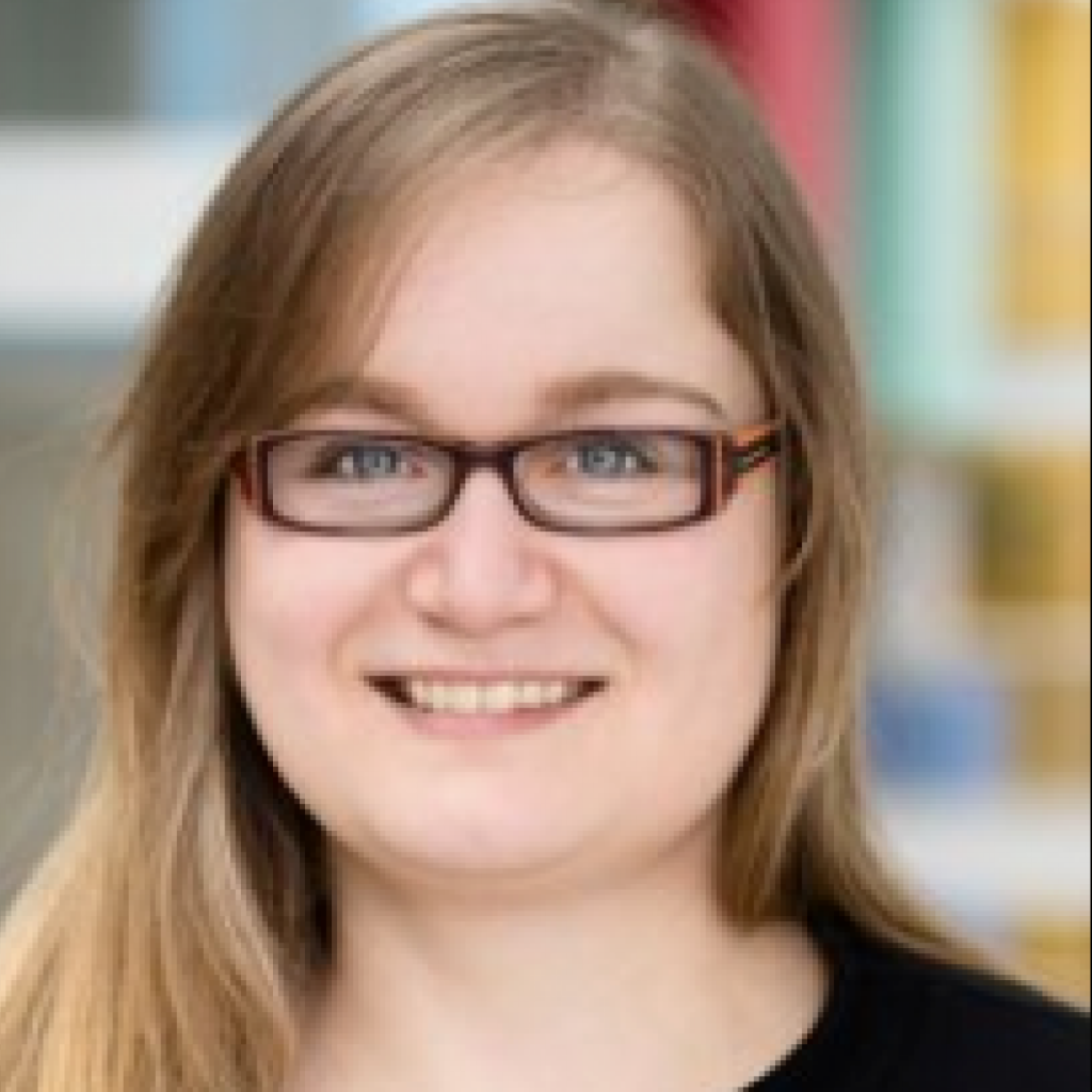Headshot of MakeUseOf Writer, Tina Sieber