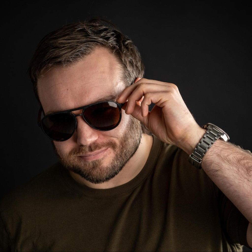 Headshot of MakeUseOf Writer, Harry Guinness