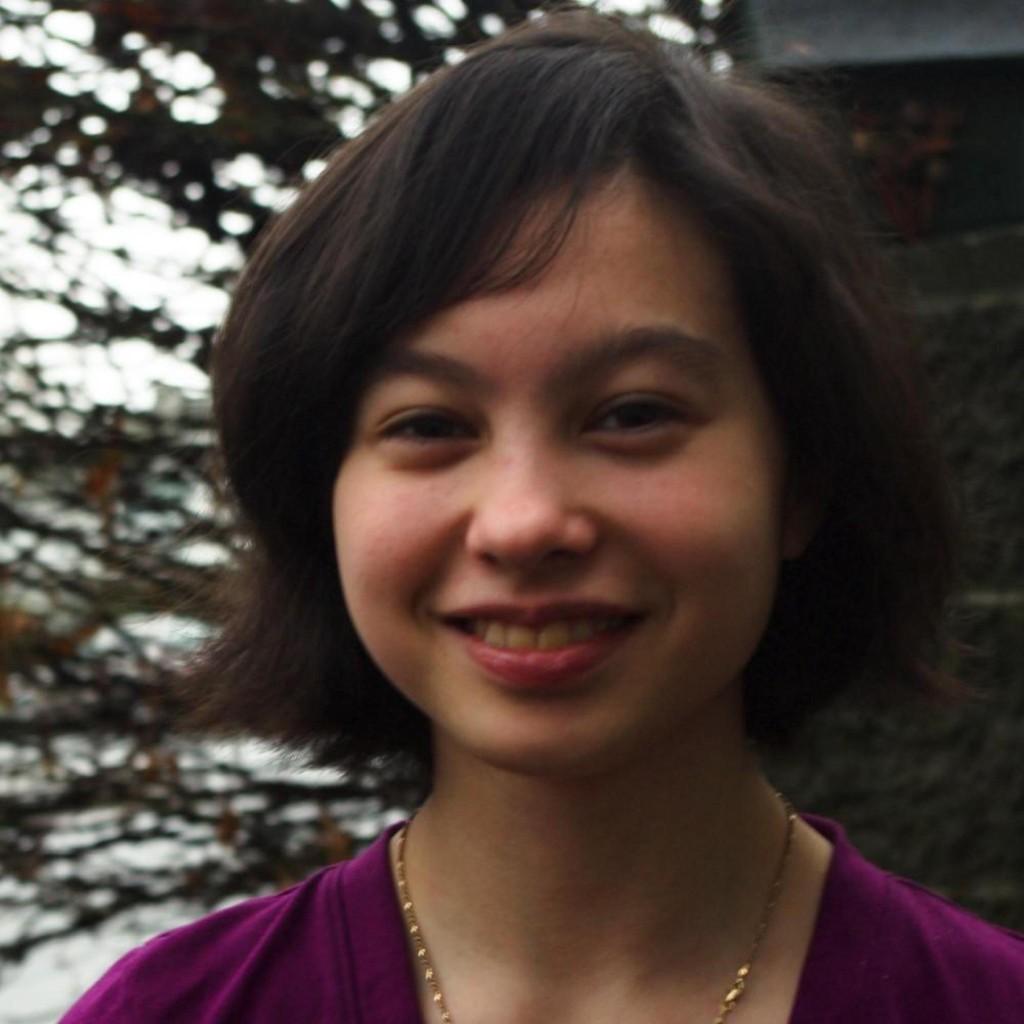 Headshot of MakeUseOf Writer, Jessica Coccimiglio