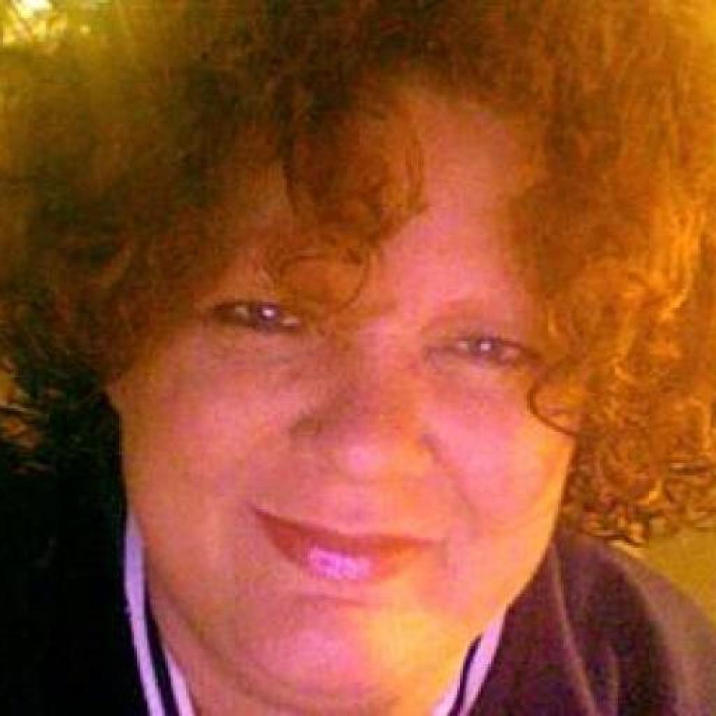 Headshot of MakeUseOf Writer, Beth Ritter-Guth