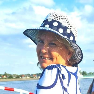 Manuela Aust