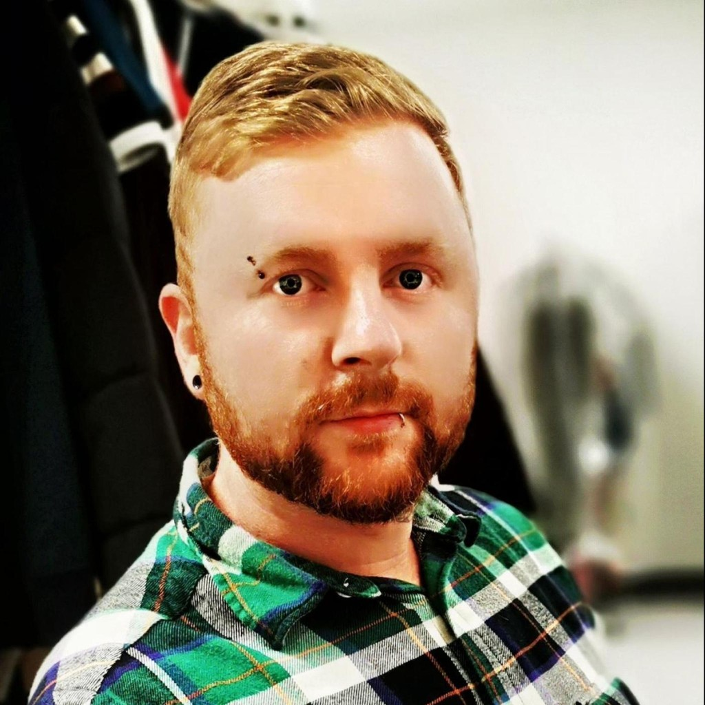 Headshot of MakeUseOf Writer, Ste Knight